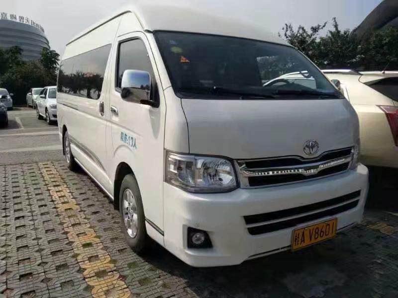 商务车—白色丰田海狮